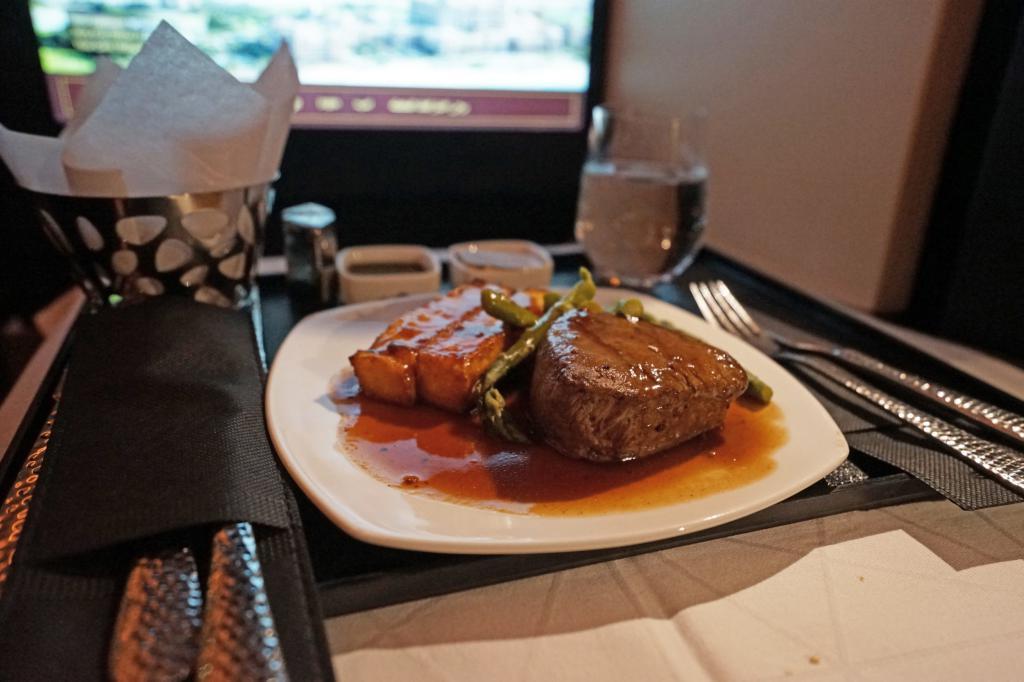 Dining at Etihad Airways