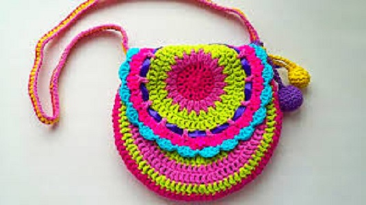 2628940 Маленькая сумочка крючком для девочки: необходимые материалы, мастер-класс вязания и последовательность работы || Вяжем детскую сумочку