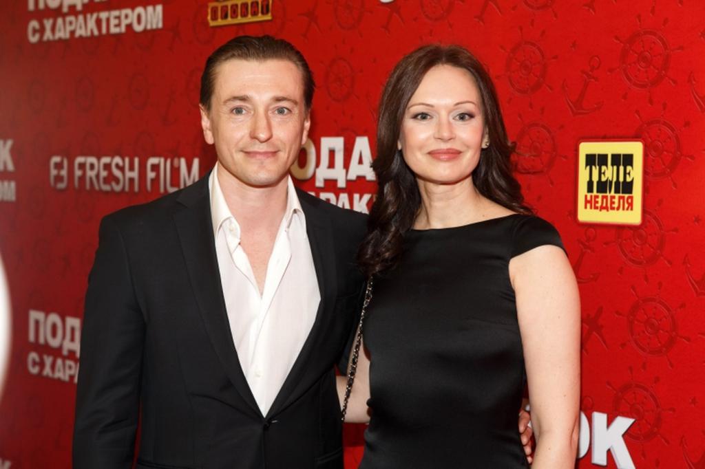 Безруков развелся с женой фото новой жены