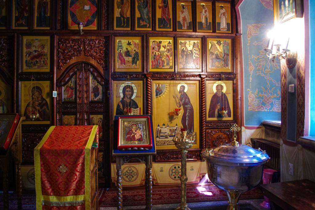 The iconostasis of the temple