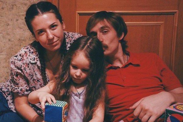 Роман Фомин с женой и дочерью