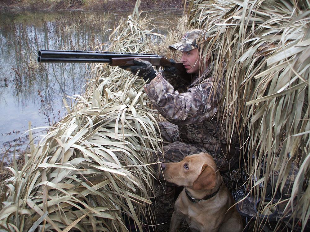 Прикольные поздравления для охотника и рыболова готовы предоставить
