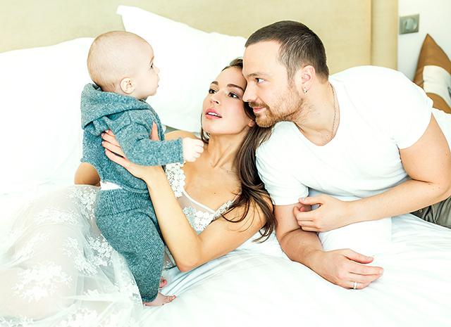 Алексей чадов с женой и сыном фото показала