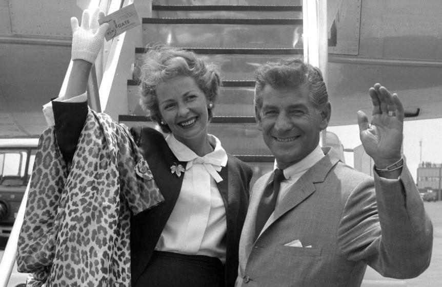 Leonard Bernstein with his wife Felicia