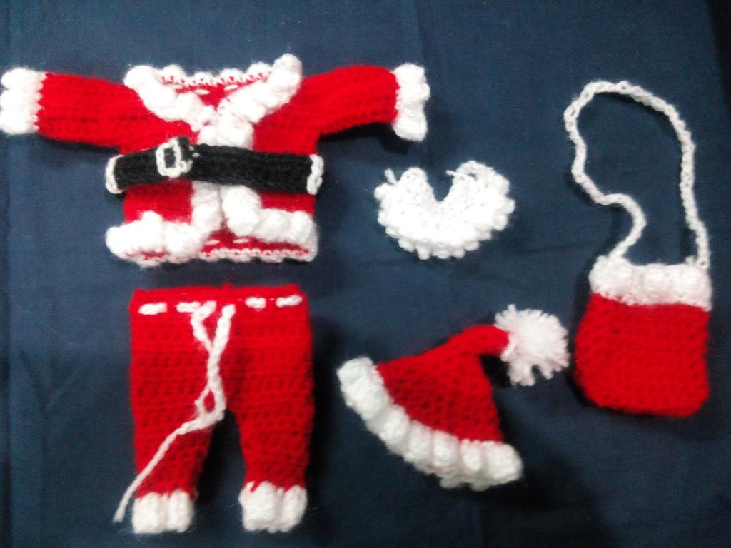 Knitted version of the costume of American Santa Claus