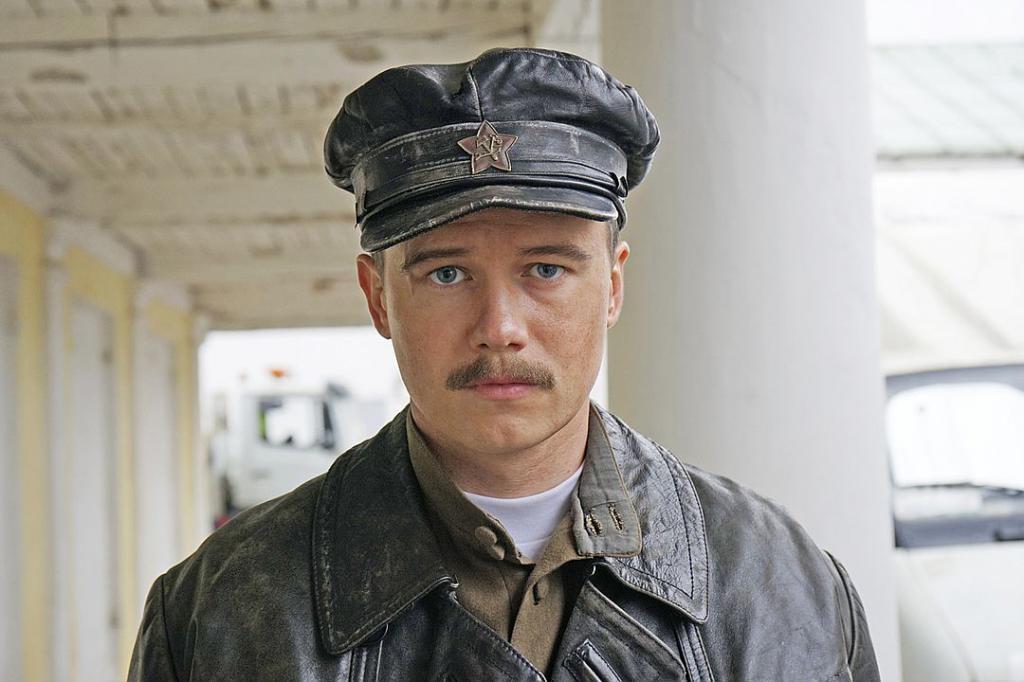 Леша в роли лейтенанта