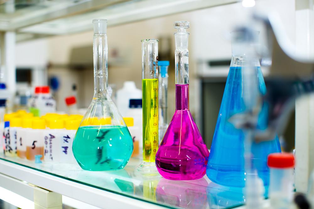 Колбы в лаборатории