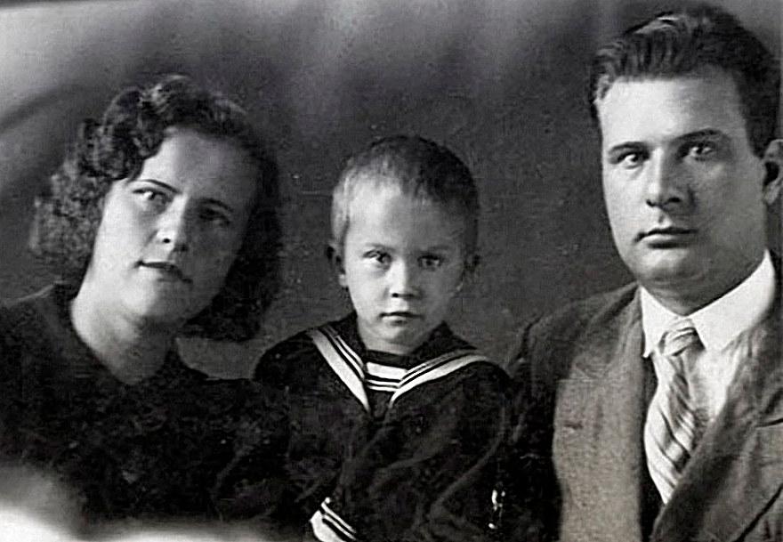 Валя Талызина с папой и мамой