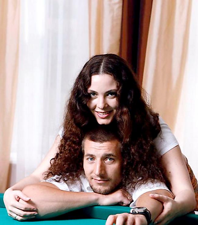 актер александр устюгов фото с женой что
