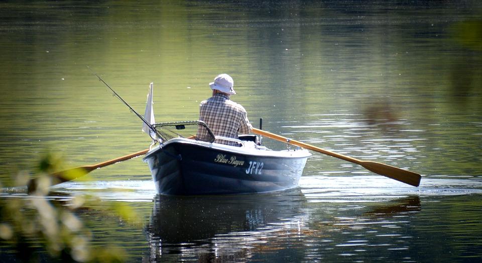 Движение лодки по реке