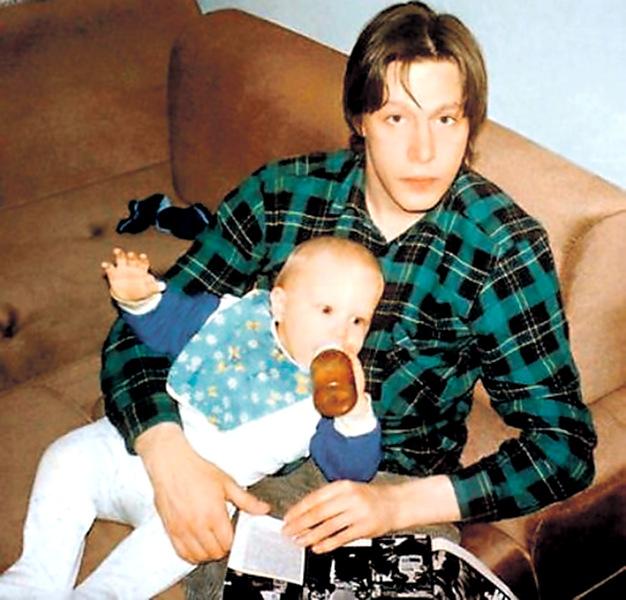 Михаил Ефремов с маленьким сыном