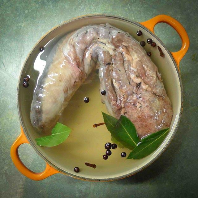 язык свиной отварной рецепт приготовления в кастрюле
