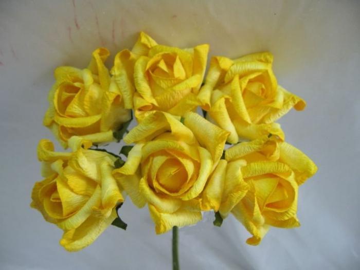 Цветы сделаны своими руками из бумаги 39