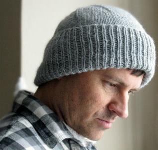 Схема вязания мужской шапки спицами