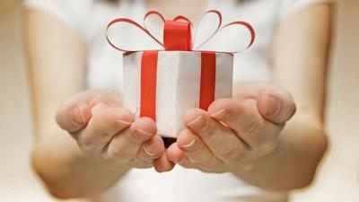 how to give a gift in an original way