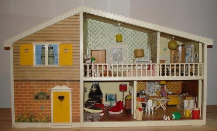 Делаем кукольный домик своими руками