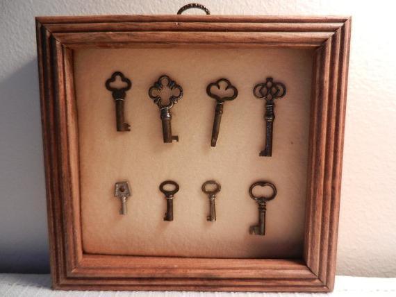 Ключница настенная из ключей своими руками 17