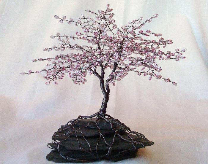 По такому же принципу можно смастерить апельсиновое дерево из бисера.  Подобное творение отлично подойдет в качестве...