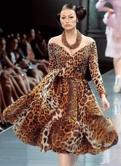 С чем носить леопардовое платье. Модно