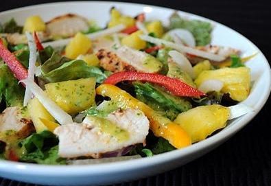 рецепт салата курица и консервированные ананасы