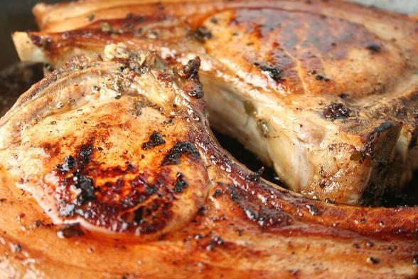 Как вкусно приготовить свиные антрекоты в духовке