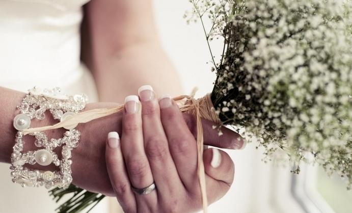 к чему снится знакомая девушка выходит замуж