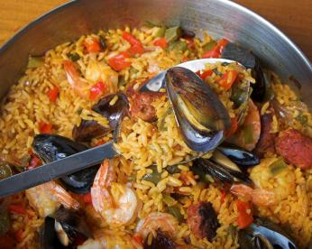 How to cook rice with seafood