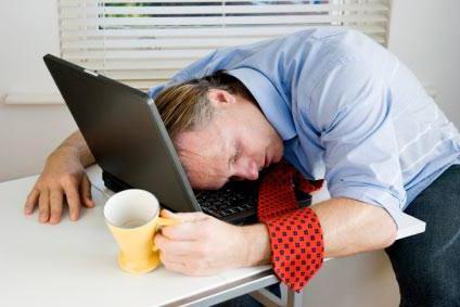 Человек не может спать днем