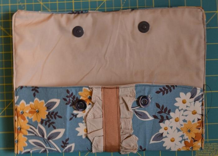 Теперь вы знаете, как сшить сумку-клатч. . Вместо хлопчатобумажной ткани можете использовать любую другую