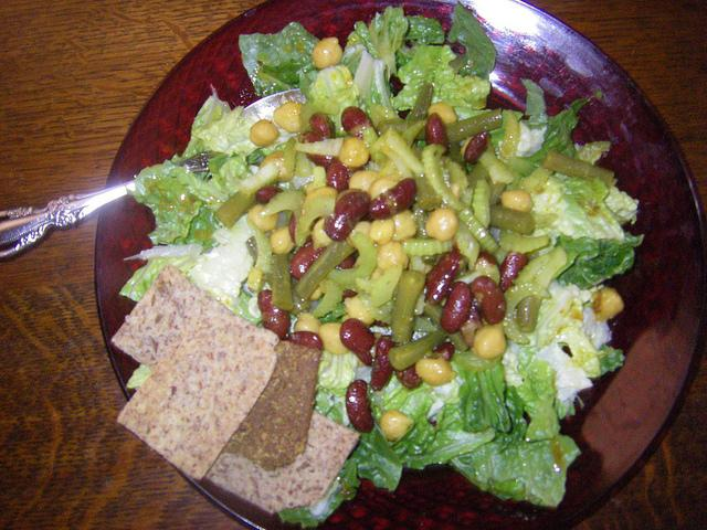 Salad with beans and beef