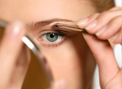how to pluck eyebrows at home