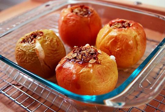 baked apples in the oven