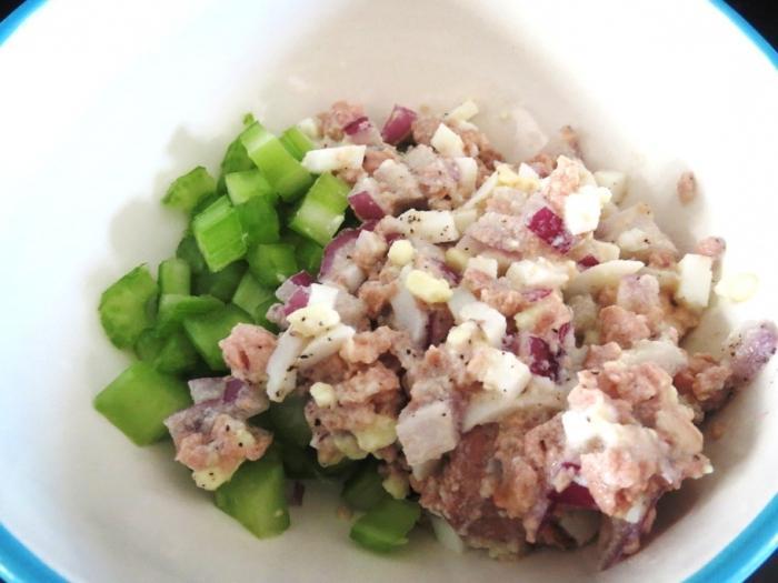 рецепт салата из печени трески и кальмаров