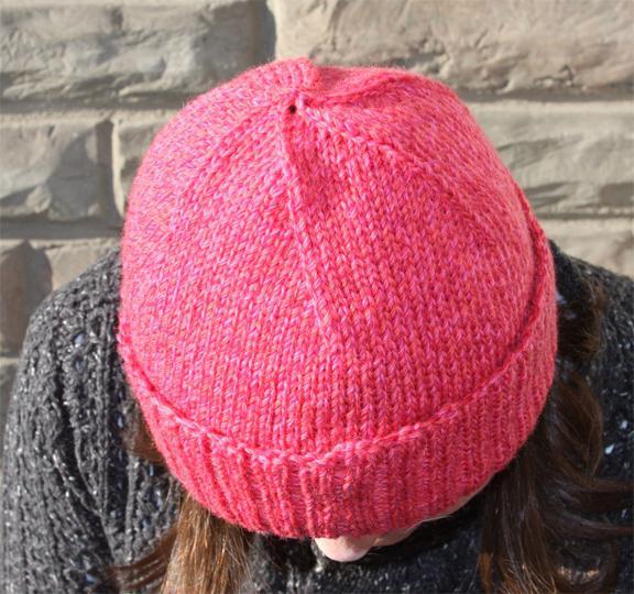 уменьшить мужскую вязаную шапку предлагает