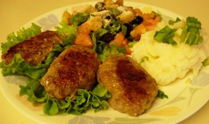 minced meat patties with potatoes