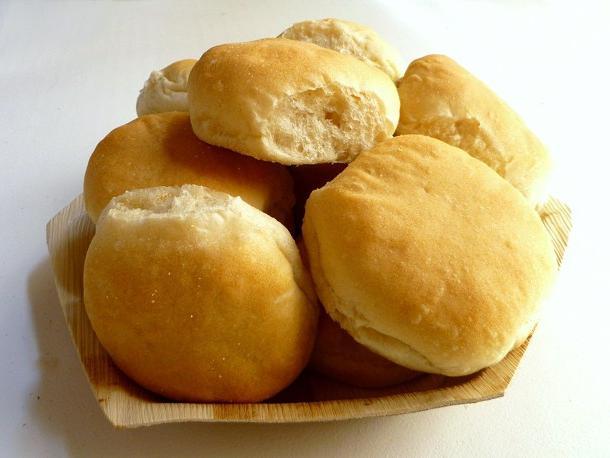 Тесто на булочки с сахаром на сухих дрожжах на кефире