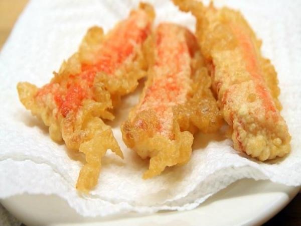 крабовые палочки фаршированные сыром и чесноком в кляре