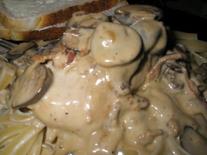 Шампиньоны в сметане - быстрый рецепт грибной подливы :: SYL.ru