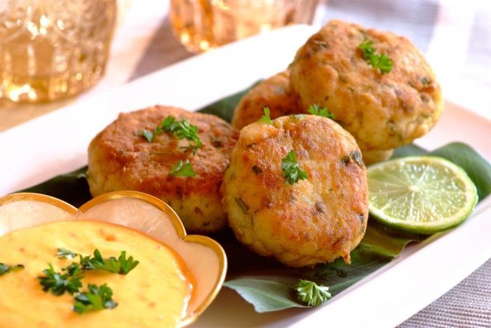 Филе минтая с картошкой в духовке — рецепт с фото пошагово ...