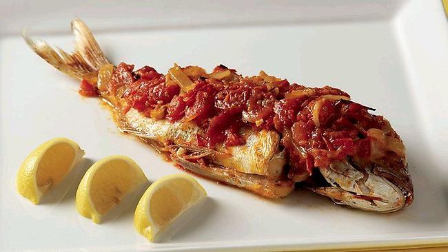 Рыба в собственном соку с овощами (в банке)