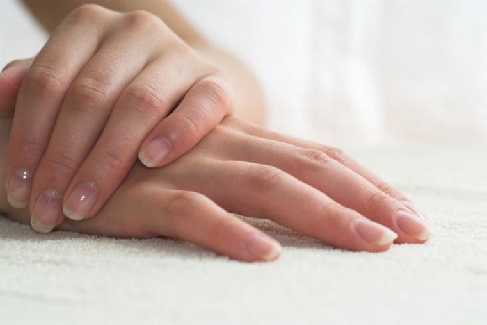 почему слоятся на руках ногти