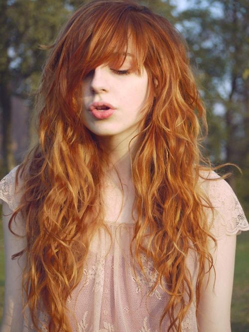 Завитые волосы лесенкой