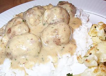 cooking meatballs with rice
