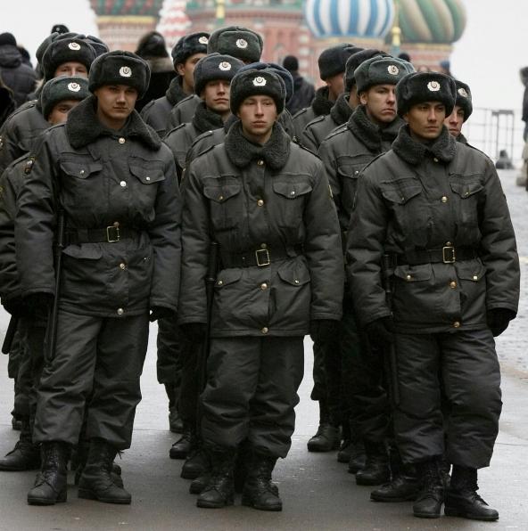 Как устроиться на работу в полицию: требования и ограничения