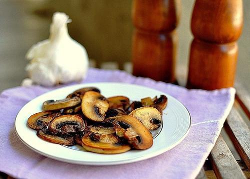 В столовой имеется 3 вида первых блюд и 6 видов вторых блюд