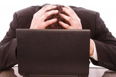 В каких случаях сотрудник обязан отработать 14 дней после подачи заявления?