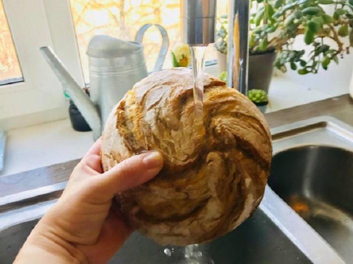 Подруга намочила черствый хлеб проточной водой, чтобы сделать его свежим. Теперь я тоже так делаю | Lifestyle | Селдон Новости