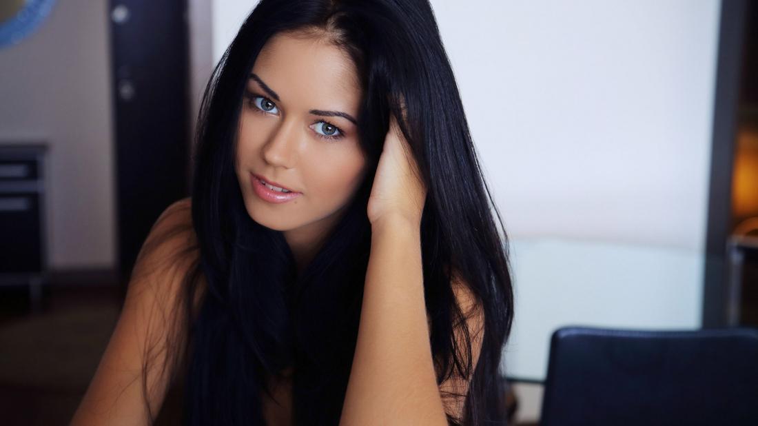 Фото одной красивой девушки в домашних условиях