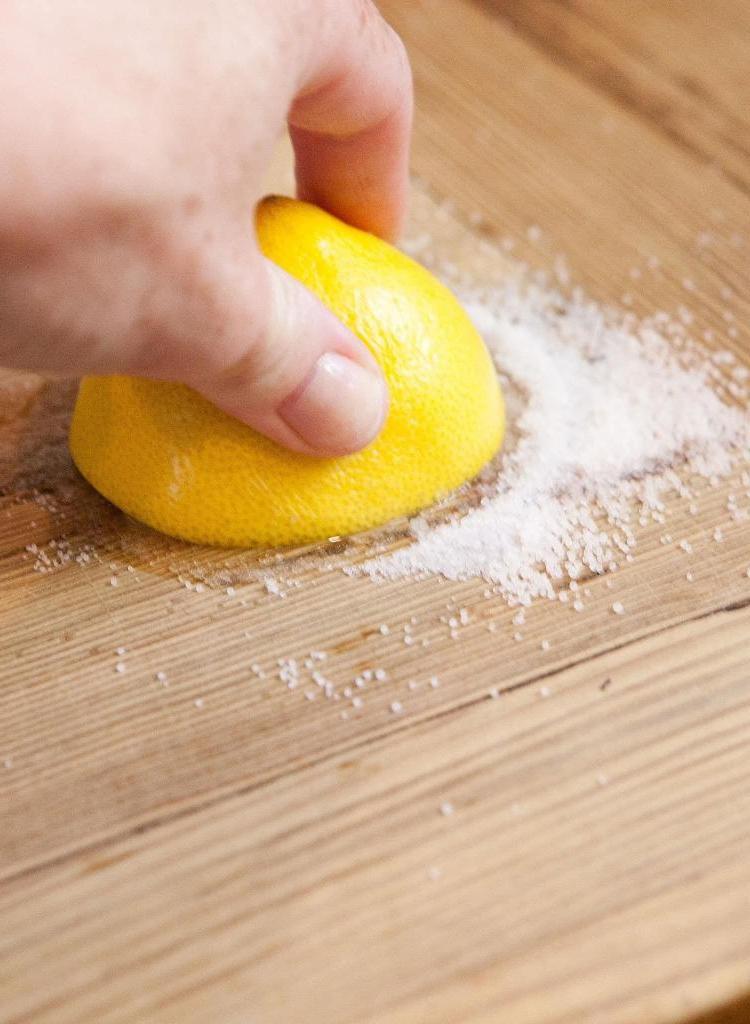 Как почистить разделочную доску: 6 наиболее эффективных способов