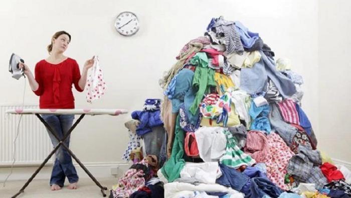 Пожелания открытках, девушка гладит белье смешные картинки